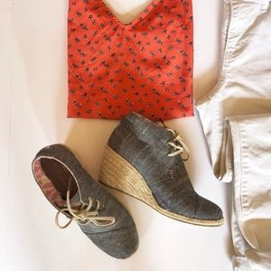 Toms Lace Up  Wedge Booties Size 7 ½